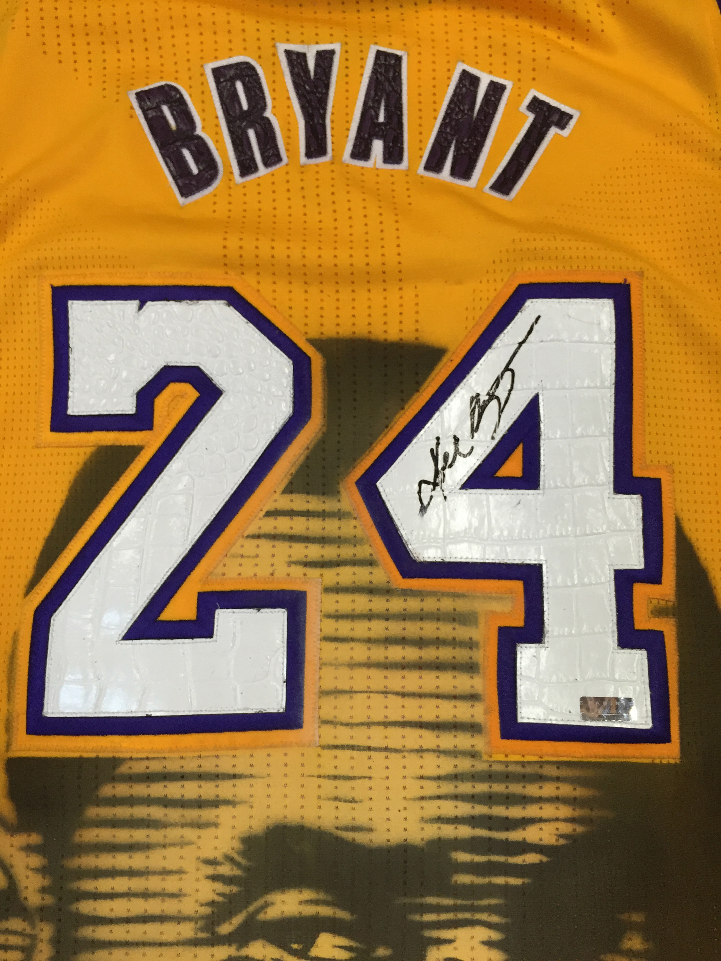2b8dc0f9c949 ... Kobe Bryant Los Angeles Lakers Pro Cut Autographed Jersey Painted by  Artist Teachr 1 1