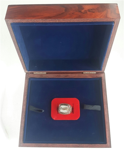 1996 TOM THOBE ATLANTA BRAVES NATIONAL LEAGUE CHAMPIONS RING WITH RARE BOX AND NOTARIZED LETTER