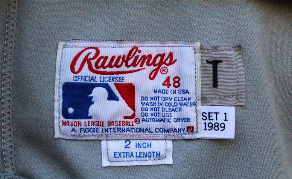 1989 CAL RIPKEN, JR. SIGNED BALTIMORE ORIOLES GAME USED JERSEY